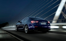Maserati-Ghibli_2014_1280x960_wallpaper_46