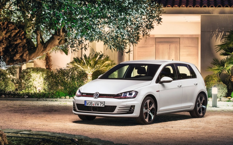 Volkswagen-Golf_GTI_2014_1280x960_wallpaper_05