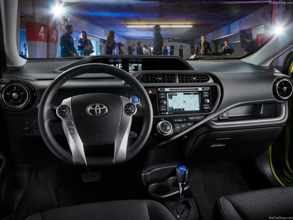 Toyota-Prius_c_2015_1280x960_wallpaper_08