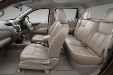 nissan-np300-navara-12th-gen-interior-side-view