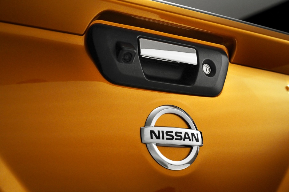 nissan-np300-navara-12th-gen-tailgate-badge