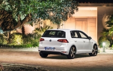 Volkswagen-Golf_GTI_2014_1280x960_wallpaper_15