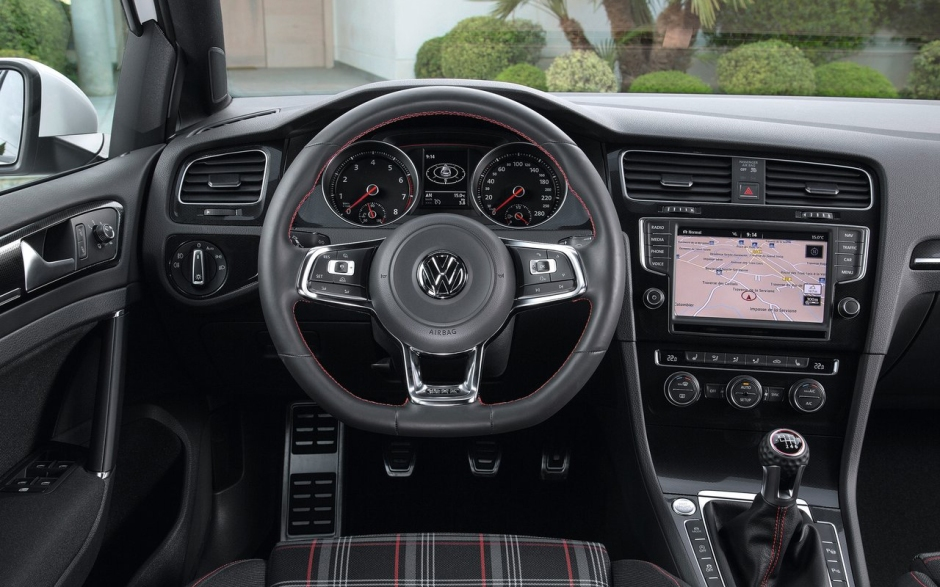 Volkswagen-Golf_GTI_2014_1280x960_wallpaper_26
