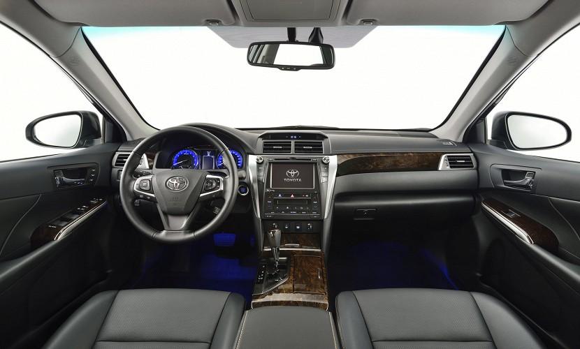 2015-Toyota-Camry-28