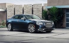 Chrysler-300_2015_1600x1200_wallpaper_08