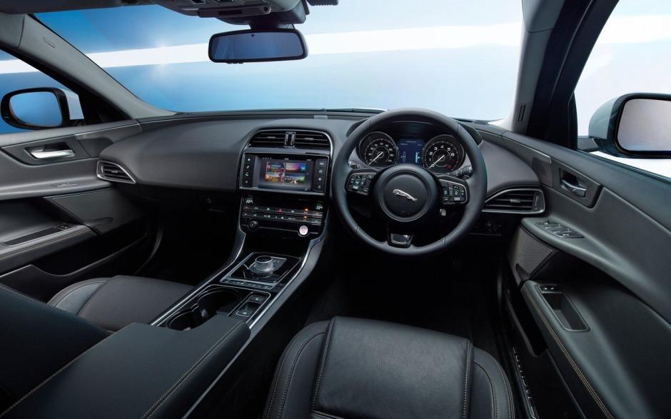 Jaguar-XE_2016_1280x960_wallpaper_b4