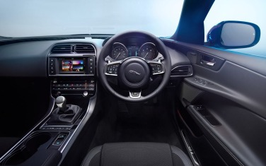 Jaguar-XE_2016_1280x960_wallpaper_b5