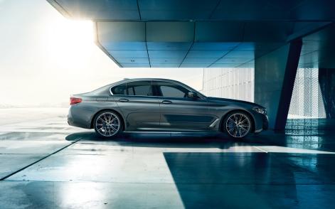 BMW-5series-sedan-imagesandvideos-1920x1200-04