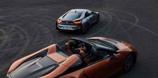 2019-BMW-i8-Roadster-Coupe-92