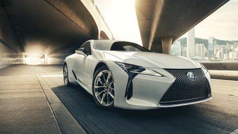 Lexus-LC-ultra-white-gallery-overlay-1204x677-LEX-LCH-MY18-0003-02