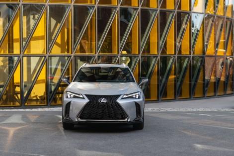 Lexus UX 200_Platinum Silver ME_Fsport3