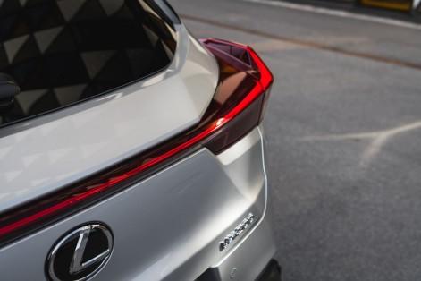 Lexus UX 200_Platinum Silver ME_Fsport4