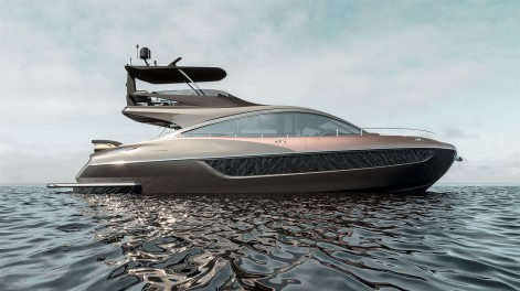 LY 650 Lexus Yacht water image 3