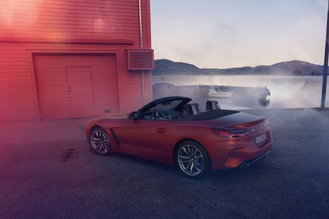 P90317030_highRes_the-new-bmw-z4-roads