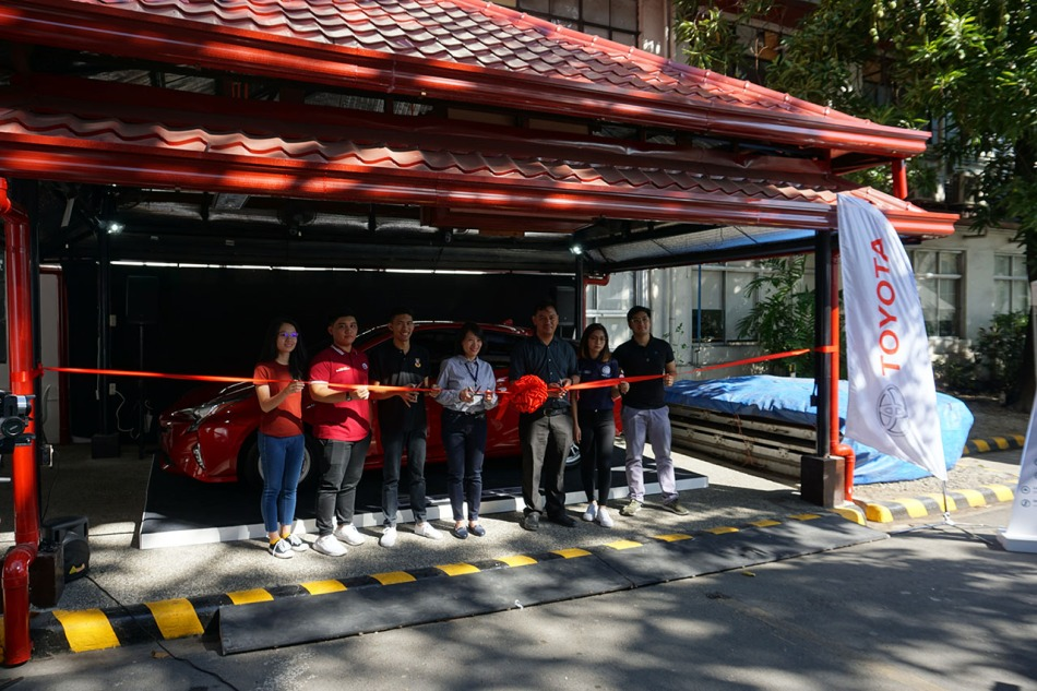 Toyota's Hybrids Go On A Campus Tour Ribbon Cutting