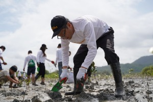 Toyota PH Starts Impossible With Mangrove Planting and Coastal Clean-Up Activities