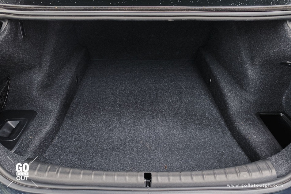 2020 BMW 520d M Sport Trunk Space